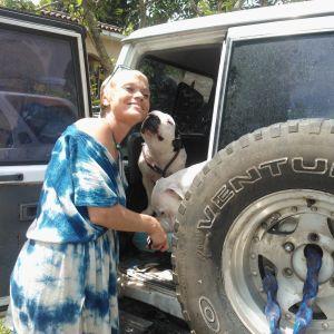 erika brenner med sin hund