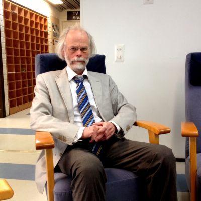 Professor Kaj Björkqvist.