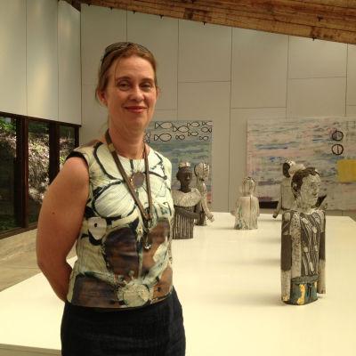 Caroline Pipping visar sina rakuskulpturer