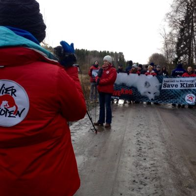Demonstration vid pälsfarm i Korsholm.