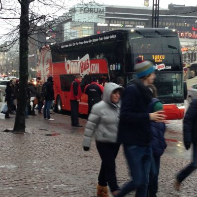 Onnibus hållplats i Helsingfors centrum.