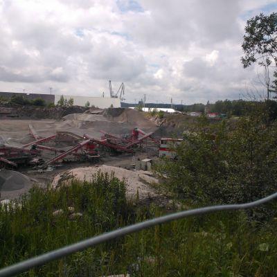 Det dammar om Rudus stenbrott i Ingå.