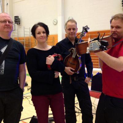 Bandet Eastwick består av Bo Lindberg, Katarina Åhlén, Peter Roos och Jens Ganman