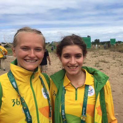 19-vuotiaat Janna Juntura (vas) ja Sofia Brilhante Biris ovat harmittelevat, että Riosta annetaan liian rikollinen ja kaoottinen kuva.