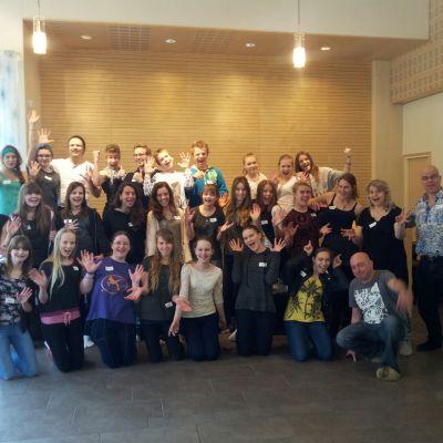 Uusi eurooppalainen YES Voices -nuorisokuoro on koolla Seinäjoella kuoronjohtajineen.