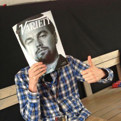 Cannesin 2013 elokuvajuhlilla julkkikset maiden osastoilla kiertele. Paitsi Leonardo di Caprio, joka päätyi lehden kannessa suomalaisen työntekijän kanssa lauteille.