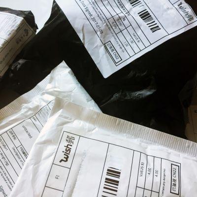 Paketteja kiinalaisesta verkkokaupasta.