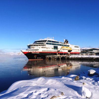 Matkustajalautta M/S Trollfjord Kirkkoniemen satamassa