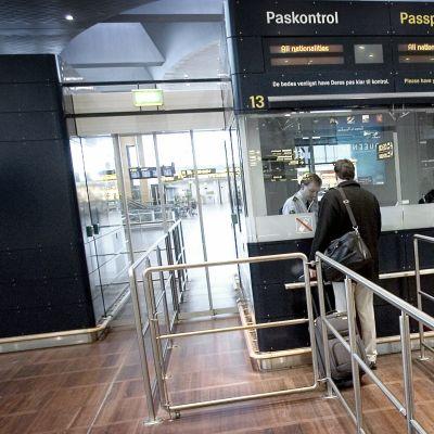 Kastrupin lentoaseman passintarkastuspiste.