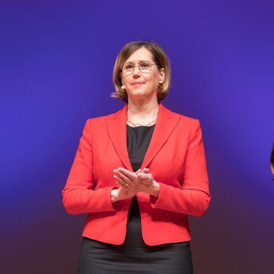 Tuula Haatainen vaalitentissä Oulussa 10. tammikuuta.