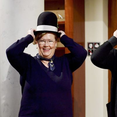 Sarjakuvan vuotuinen kotimainen pääpalkinto, Puupäähattu, myönnettiin elämäntyöstä kuvittaja Tiina Pajulle (oik.) ja kuvittaja Sari Luhtaselle Puupäähattu-palkinnon jakotilaisuudessa Helsingissä 17. tammikuuta.
