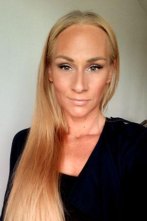 Jenna Wilhelmsson är skönhetskonsult.