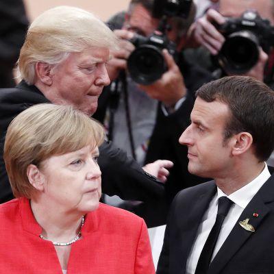Donald Trump, Angela Merkel ja  Emmanuel Macron G20-kokouksessa Hampurissa 2017.