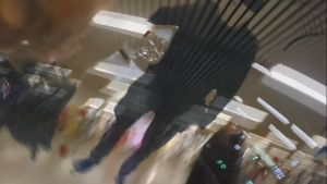 Ote Markus Renvallin videotaideperformanssista Helsingin asematunnelissa
