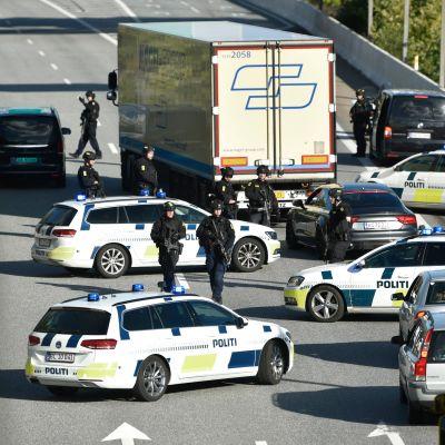 Tanskan poliisin jättioperaatio pysäytti eilen liikenteen Själlandin saarella.