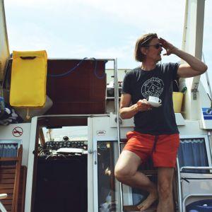 Pauli Kossila i sin båt.