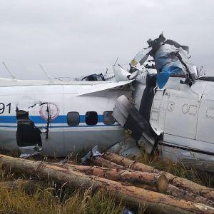 Vraket av ett kraschat flygplan. Planet av typen L-410 kraschade nära staden Menzelinsk i Tatarstan.