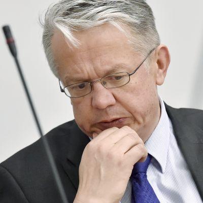 Perhe- ja peruspalveluministeri Juha Rehula eduskunnan suullisella kyselytunnilla.