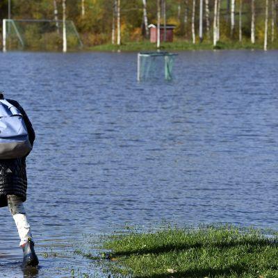 Tulvaa Espoon Kirkkojärvellä 13. lokakuuta.