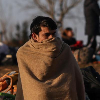 Migranter nära floden Evros vid den turkisk-grekiska gränsen i Edirne, Turkiet 2.2.2020