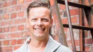 Porträtt på Johan Åminne som tävlar om att bli Lyssnarnas sommarpratare 2018