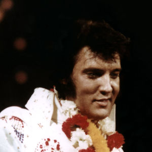 Elvis Presley lavalla lähikuvassa.