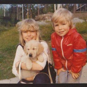 Jari Ahola lapsena siskonsa kanssa