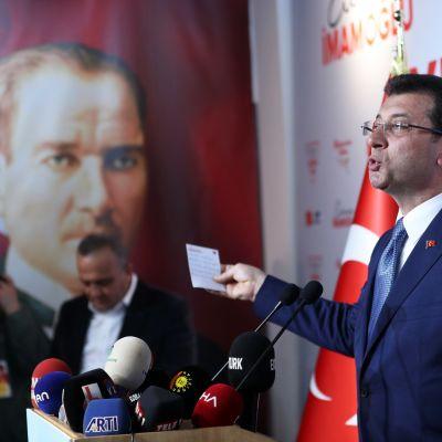 Opposition Ekrem Imamoglu on vahvasti kiinni Istanbulin pormestarin pestissä.
