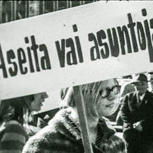 Nuoria mielenosoituksessa 1969.