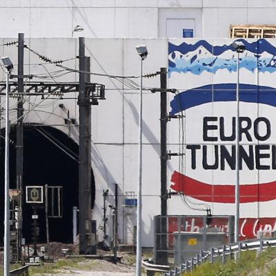 Ingången till tunneln under Engelska kanalen i Calais.