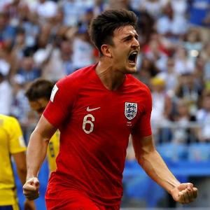 Harry Maguire firar mål.