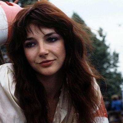Kate Bush och musiktestets banner. Fotot taget 15.6.1978