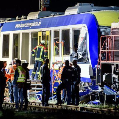 Två tåg som kolliderat i Bayern.