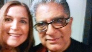 En suddig selfie med Deepak Chopra och Anne Hietanen 2015