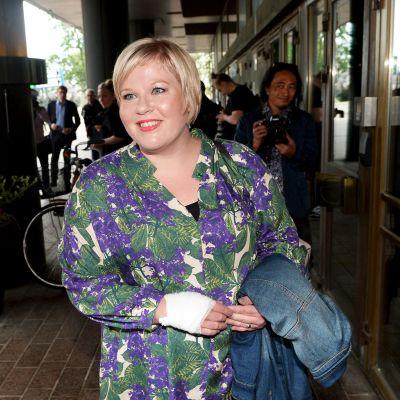 Annika Saarikko saapuu Keskustan ministerivalintakokoukseen Helsingissä 8. kesäkuuta.