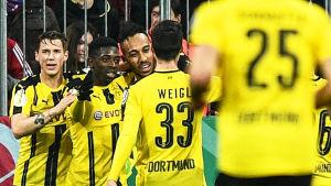 Borussia Dortmund firar mål.