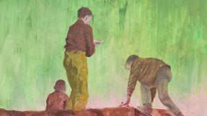 Löfqvists  målning i rött, grönt och brunt visar tre pojkar som har klättrat upp på en mur av något slag.