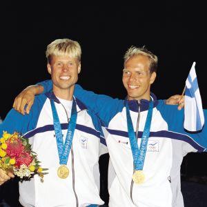 Jyrki Järvi och Thomas Johanson vann OS-guld i 49er i Sydney.