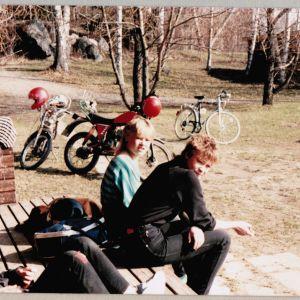 Tog siesta med Strömsögänget våren 1982. Vi var ett gäng som snurrade runt Västervikstranden. Själv bodde jag på Strömsövägen.