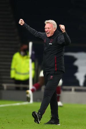 Klackarna i taket. West Hams tränare David Moyes firar kvitteringen.
