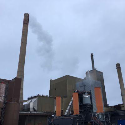 Vaskiluodon Voimas anläggning på Vasklot i Vasa. Fabriksanläggningen sett utifrån.