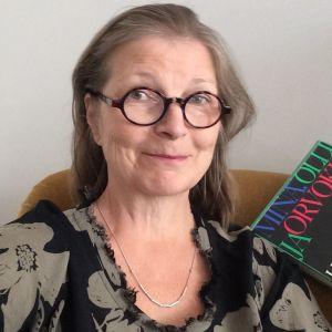Kirjabloggaaja Minna Väisänen