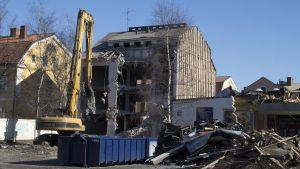 Rivningen av Niemis hus i centrum av Karleby