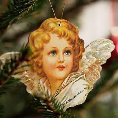 enkelikiiltokuva joulukuusessa