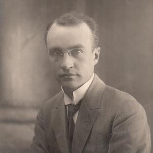 Allan Törnudd var bibliotekarie vid Åbo Akademi och valdes 1927 till ordförande för studentkåren.