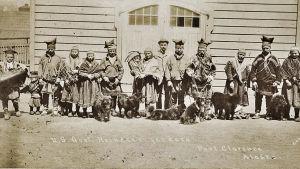 Saamelaisten ensimmäinen ryhmä vuonn 1894 Tellerissä Alaskassa