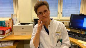 Kainuun soten geriatrian ylilääkäri Mervi Niemelä.