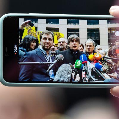 Carles Puigdemont tiedotustilaisuudessaan Strasbourgissa.