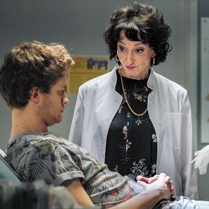 Sairaalasarja Sykkeen näyttelijöitä hoitohuoneessa.