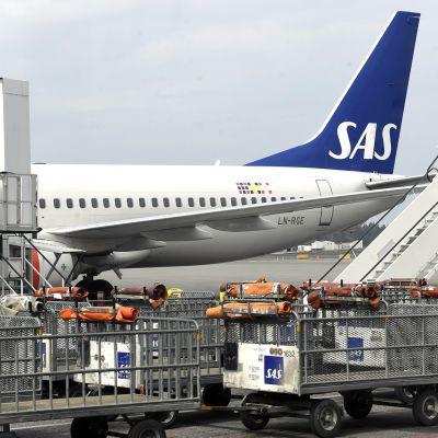 SAS:n lentokone Arlandan lentokentällä Tukholmassa.